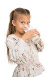 Девушка выпивает молоко стоковое фото rf