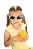 Девушка выпивая апельсиновый сок стоковые фотографии rf