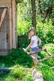 Девушка вытягивает лестницу Стоковая Фотография RF