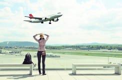 Девушка в авиапорте Стоковые Изображения