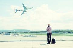 Девушка в авиапорте Стоковое Изображение RF