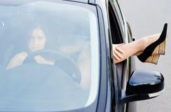 Девушка в автомобиле стоковые фотографии rf