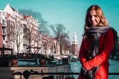 Девушка в Амстердаме Нидерландах Нидерландах стоковые изображения rf