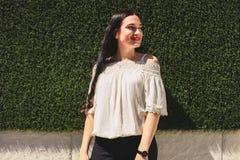 Девушка в белой классической блузке Стоковое фото RF