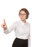 Девушка в белой блузке стоит на белой предпосылке, жестах, эмоциях на ее стороне Стоковые Изображения