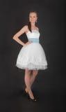 Девушка в белом платье вечера Стоковое фото RF