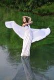 Девушка в белом платье Стоковое Изображение RF