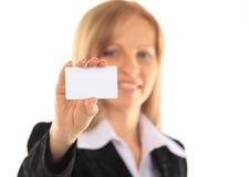 Девушка в визитной карточке - изолированной над белой предпосылкой Стоковая Фотография RF