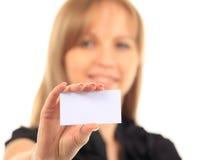 Девушка в визитной карточке - изолированной над белой предпосылкой Стоковые Фото