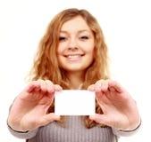Девушка в визитной карточке - изолированной над белой предпосылкой Стоковые Изображения RF