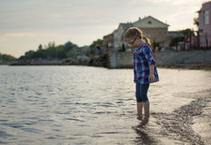 Девушка в воде Стоковые Фотографии RF