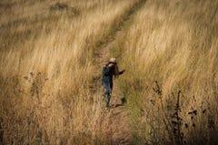 Девушка в горах Стоковая Фотография RF