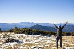 Девушка в горах Стоковое Изображение RF