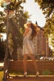 Девушка в городке стоковая фотография
