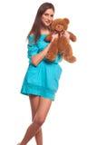 Девушка в голубом платье с изолятом плюшевого медвежонка на белой предпосылке Стоковые Изображения RF