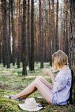Девушка в древесинах Стоковая Фотография