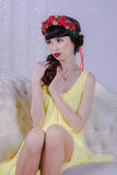 Девушка в желтом платье Стоковая Фотография