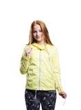 Девушка в желтых идущих изолированных гетры куртки и фитнеса, Стоковое фото RF