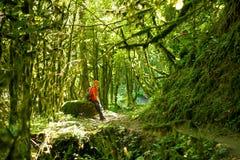Девушка в джунглях Стоковые Изображения
