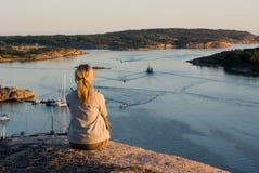 Девушка в заходе солнца Стоковое Изображение