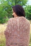 Девушка в коричневой шали Стоковое Изображение RF