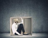 Девушка в коробке стоковая фотография rf