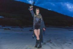 Девушка в костюме на пляже Стоковое фото RF