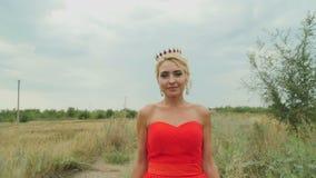 Девушка в красном видео фото 450-606