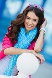 Девушка в красочном платье против пасмурного ландшафта Стоковые Изображения