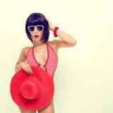 девушка в купальном костюме и шлеме Стоковое Изображение RF