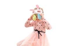 Девушка в маске пасхи, яичках к изолированным глазам, Стоковые Изображения RF
