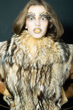 Девушка в меховой шыбе Стоковые Изображения