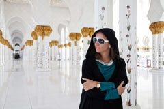 Девушка в мечети стоковая фотография rf