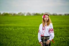 Девушка в национальном платье Стоковое Изображение RF