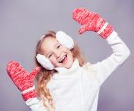 Девушка в одеждах зимы ребенок счастливый Стоковые Фото