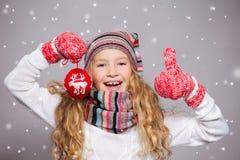 Девушка в одеждах зимы Стоковое фото RF