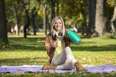 Девушка в парке в осени Стоковая Фотография