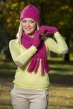 Девушка в парке в осени Стоковые Фото