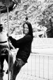 Девушка в парке едет на carousel Стоковые Фото
