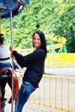 Девушка в парке едет на carousel Стоковое фото RF