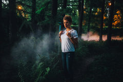 Девушка в парке ночи Стоковые Изображения RF