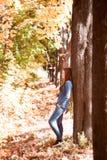 Девушка в парке осени Стоковое Изображение