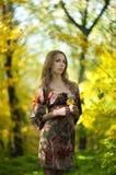 Девушка в парке осени Стоковое Фото