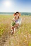 Девушка в поле лета Стоковое Фото
