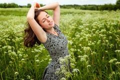 Девушка в поле стоковое фото rf