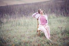 Девушка в поле Стоковая Фотография