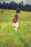 Девушка в поле Стоковые Фотографии RF