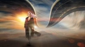 Девушка в пустыне с переплетенными мостами Стоковое Изображение RF
