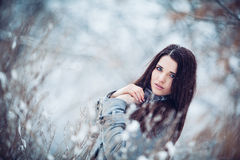 Девушка в пуще зимы Стоковые Фотографии RF
