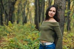 Девушка в пуще осени Стоковые Фото